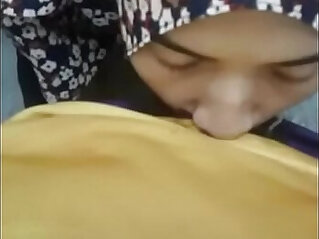 hijab girlfriend giving blow asiansex.life